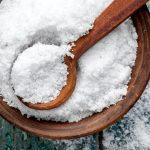 Schüssel mit Salz
