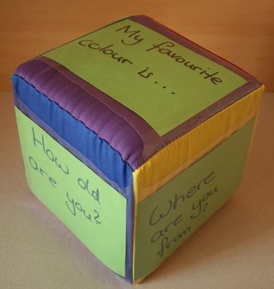 Würfel mit Fragekarten