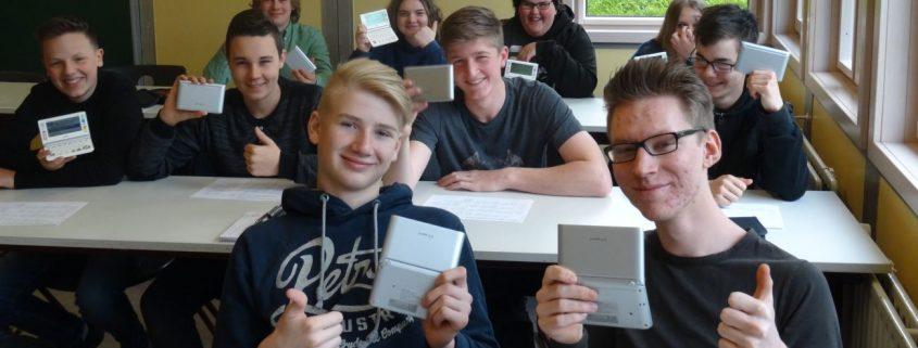 """Casio unterstützt die Schüler der """"Zukunftsschule"""" mit elektronischen Wörterbüchern"""