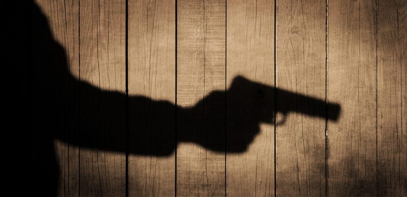 Hand mit Waffe