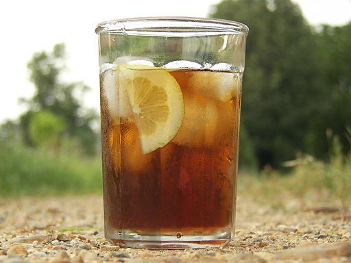 Eistee – genau das richtige Getränk fürs Klassenpicknick (Foto: MzScarlett/A.K.A. Michelle from Missouri, CC BY 2.0, via Wikimedia Commons)