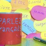 Stickerwand mit französischen Vokabeln