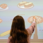 "Übung ""Things to eat"" am Smartboard"