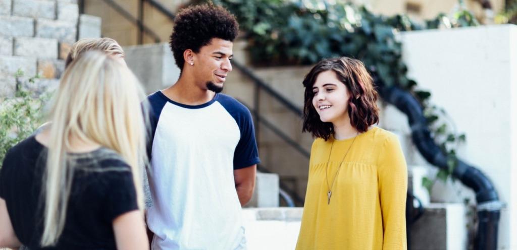 Schüler und Schülerin in der Oberstufe